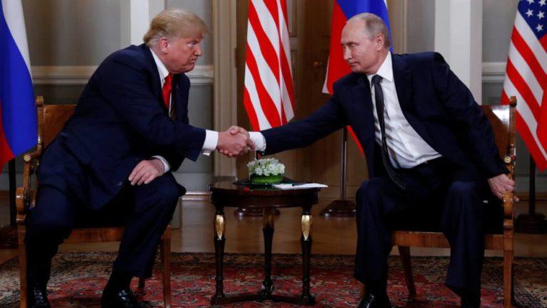 Vertice Helsinki, faccia a faccia di due ore Trump-Putin: «Il Russiagate è una farsa. Lasciamoci la guerra fredda alle spalle»