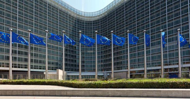 """Stime Ue: pil rivisto al ribasso, Italia ultima in Europa. Bruxelles avverte: conti pubblici fuori controllo nel 2020. Conte: """"Previsioni ingenerose"""""""